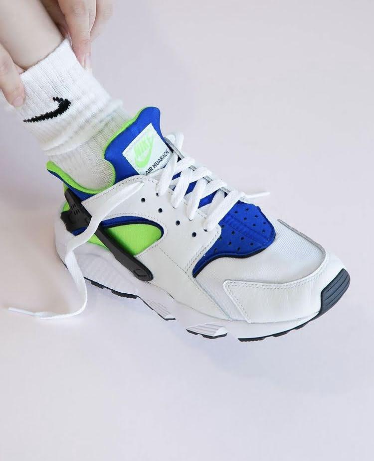 """ナイキ エア ハラチ """"スクリーム グリーン"""" Nike-Air-Huarache-Scream-Green-DD1068-100-on-foot"""