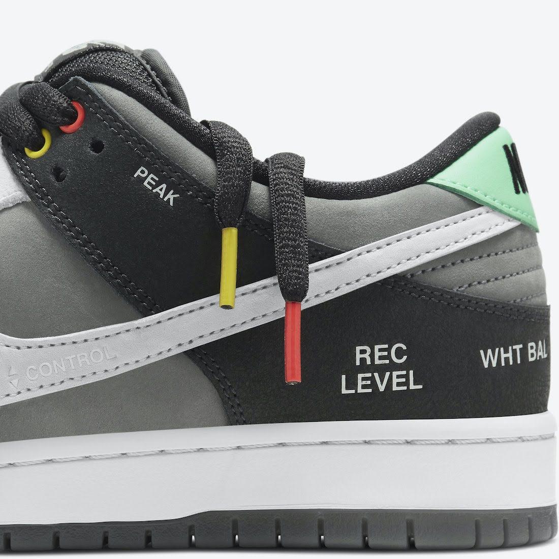 """ナイキ SB ダンク ロー """"カムコーダー"""" Nike-SB-Dunk-Low-Camcorder-CV1659-001-shoelace"""