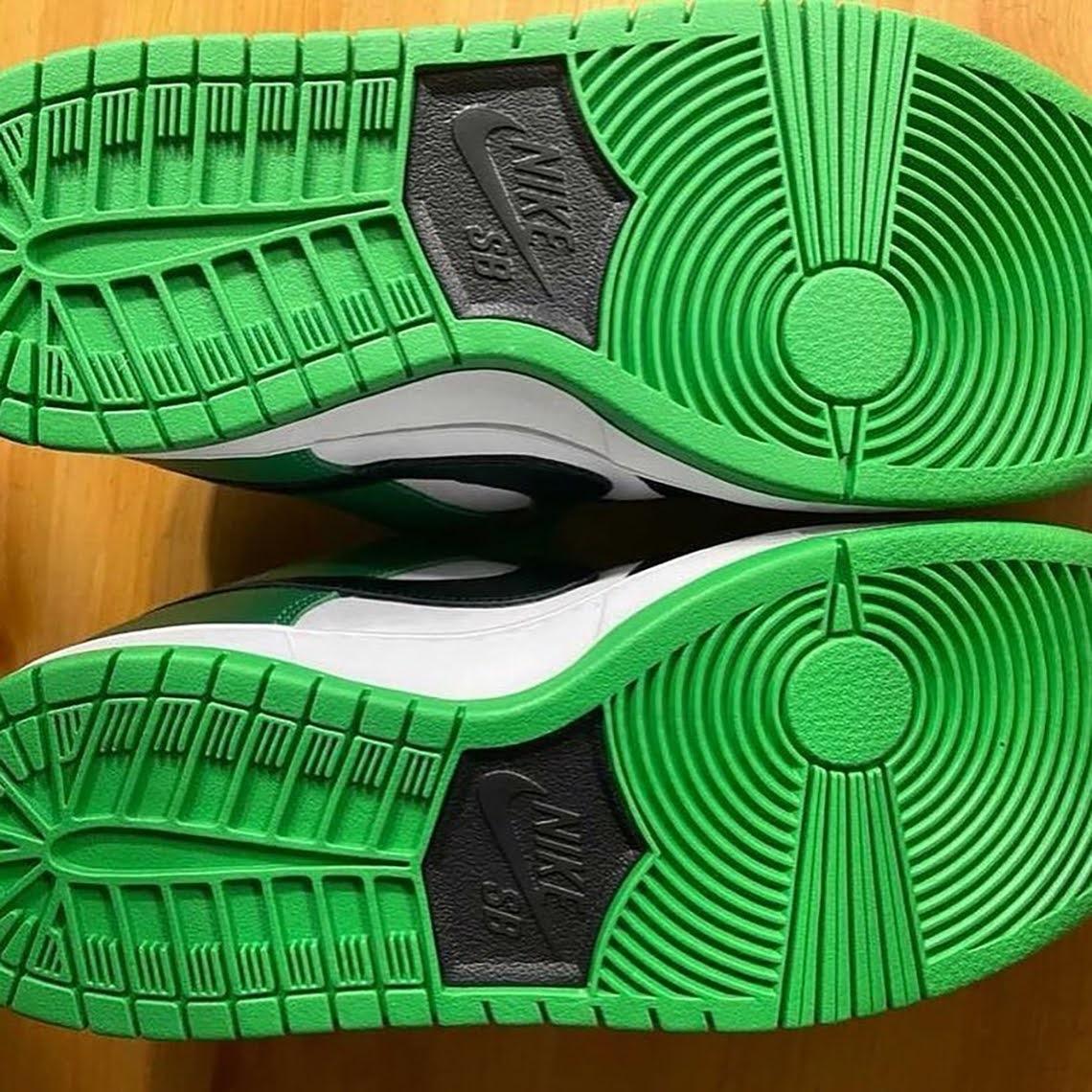 """ナイキ SB ダンク ロー """"J-パック"""" Nike-SB-Dunk-Low-J-Pack-BQ6817-302-pair-sole"""