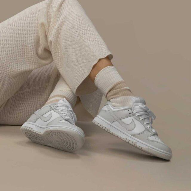 """ナイキ ウィメンズ ダンク ロー """"フォトン ダスト"""" nike-dunk-low-photon-dust-DD1503-103-pair wearing"""