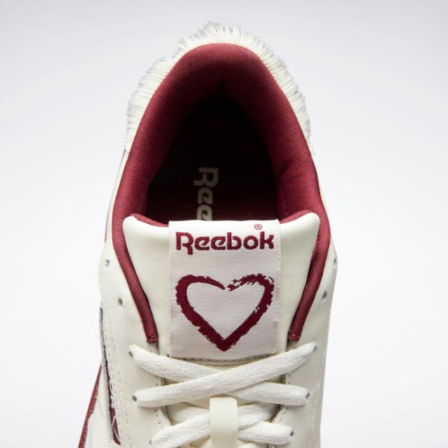 """リーボック クラブ シー 85 """"バレンタインデー"""" reebok-club-c-85-valentines-day-fy4138-tongue"""