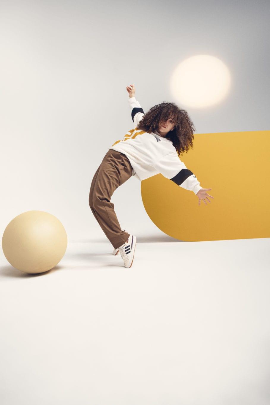アディダス オリジナルス × ガールズ アー オーサム コレクション adidasxGirlsAreAwesome_CrewSweater-White