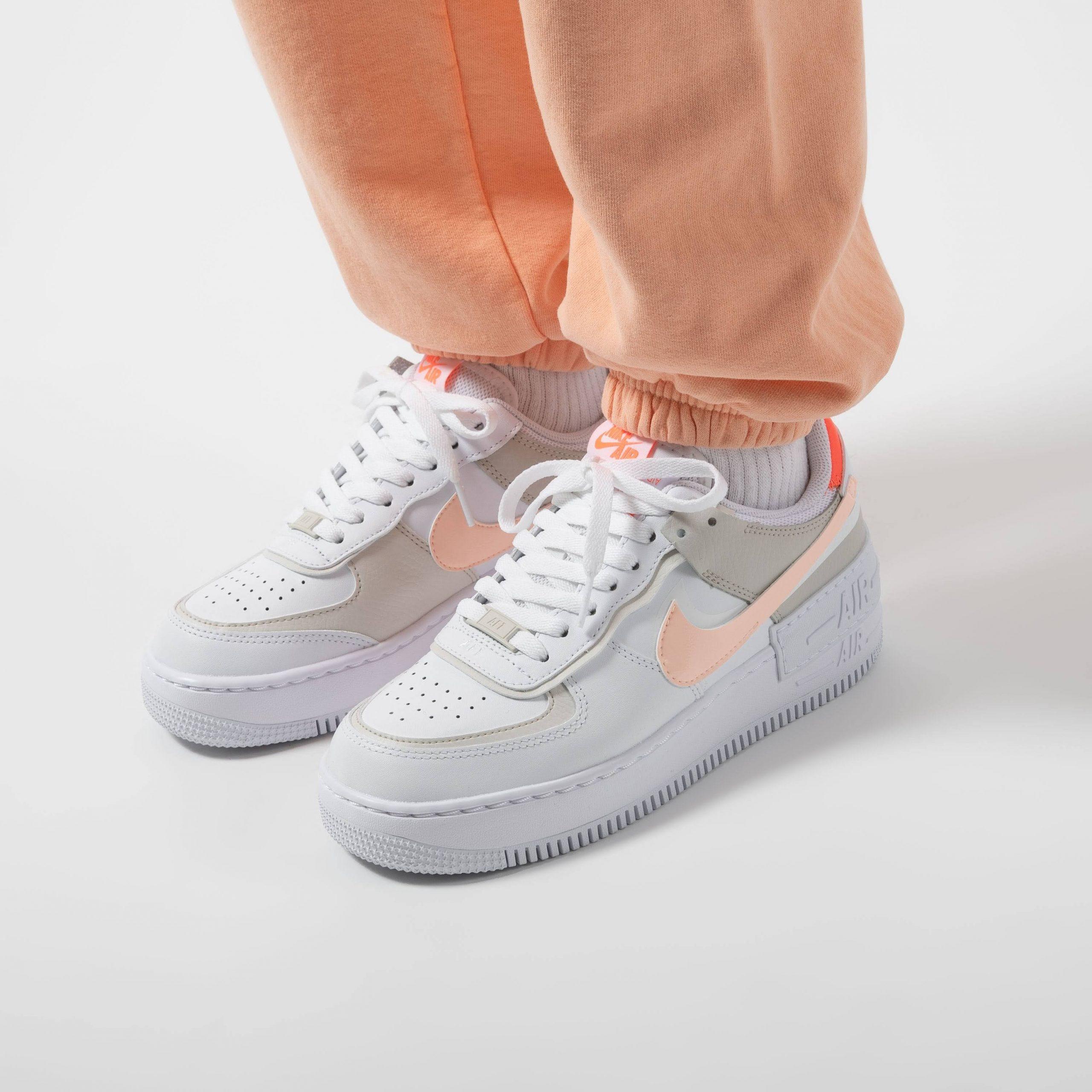 """ナイキ ウィメンズ エア フォース 1 シャドウ """"ブライト マンゴー"""" Nike-WMNS-Air-Force-1-Shadow-Bright-Mango-DH3896-100-pair-on-feet-3"""