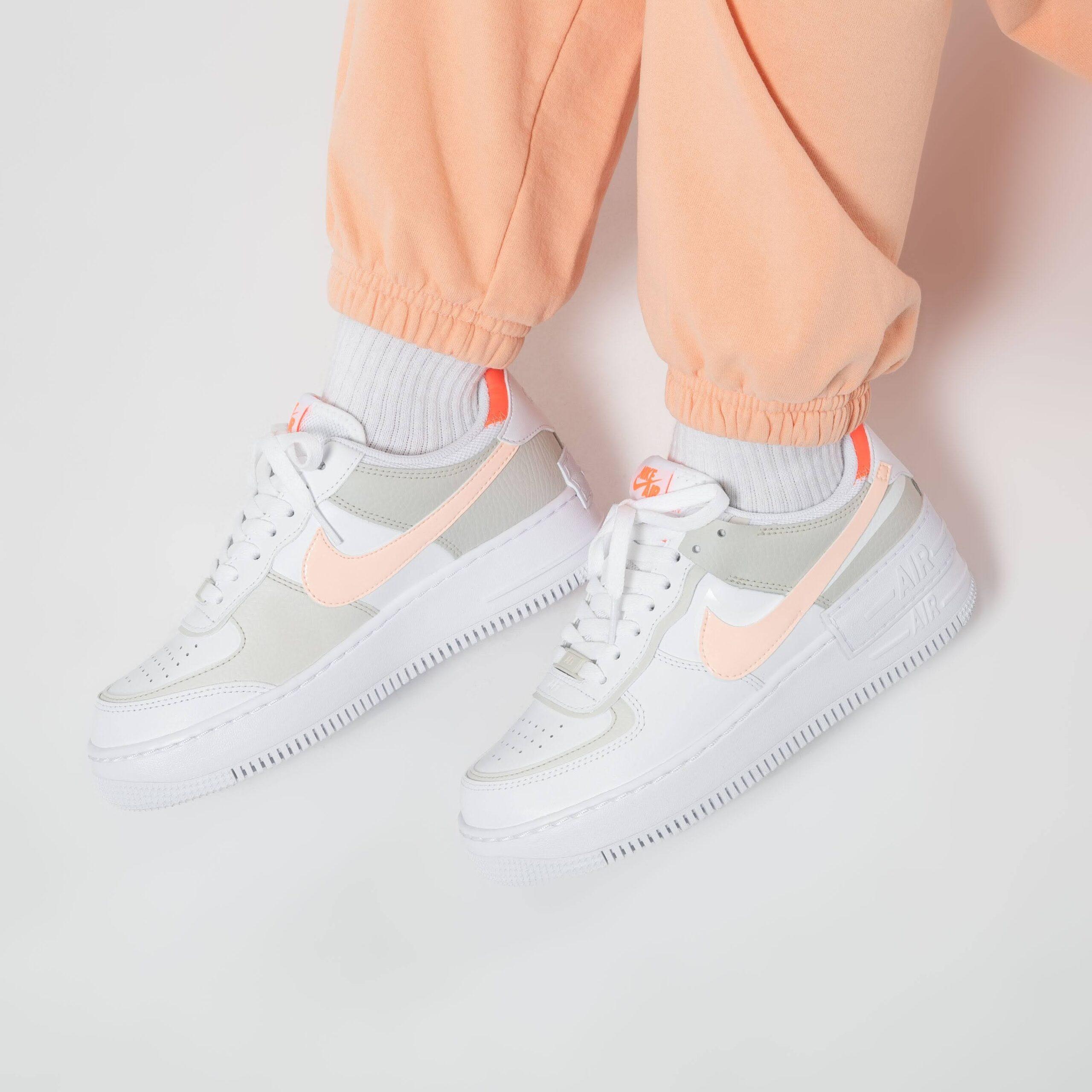"""ナイキ ウィメンズ エア フォース 1 シャドウ """"ブライト マンゴー"""" Nike-WMNS-Air-Force-1-Shadow-Bright-Mango-DH3896-100-pair-on-feet-4"""