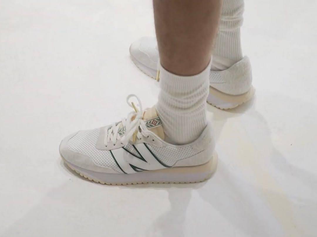 カサブランカ × ニューバランス 237 Casablanca-New-Balance-237-pair-on-feet
