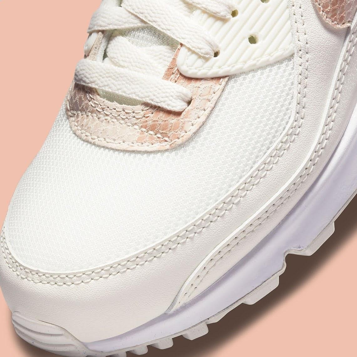 """ナイキ ウィメンズ エア マックス 90 """"ベージュ スネーク"""" Nike-WMNS-Air-Max-90-Beige-Snake-DH4115-101-toe"""