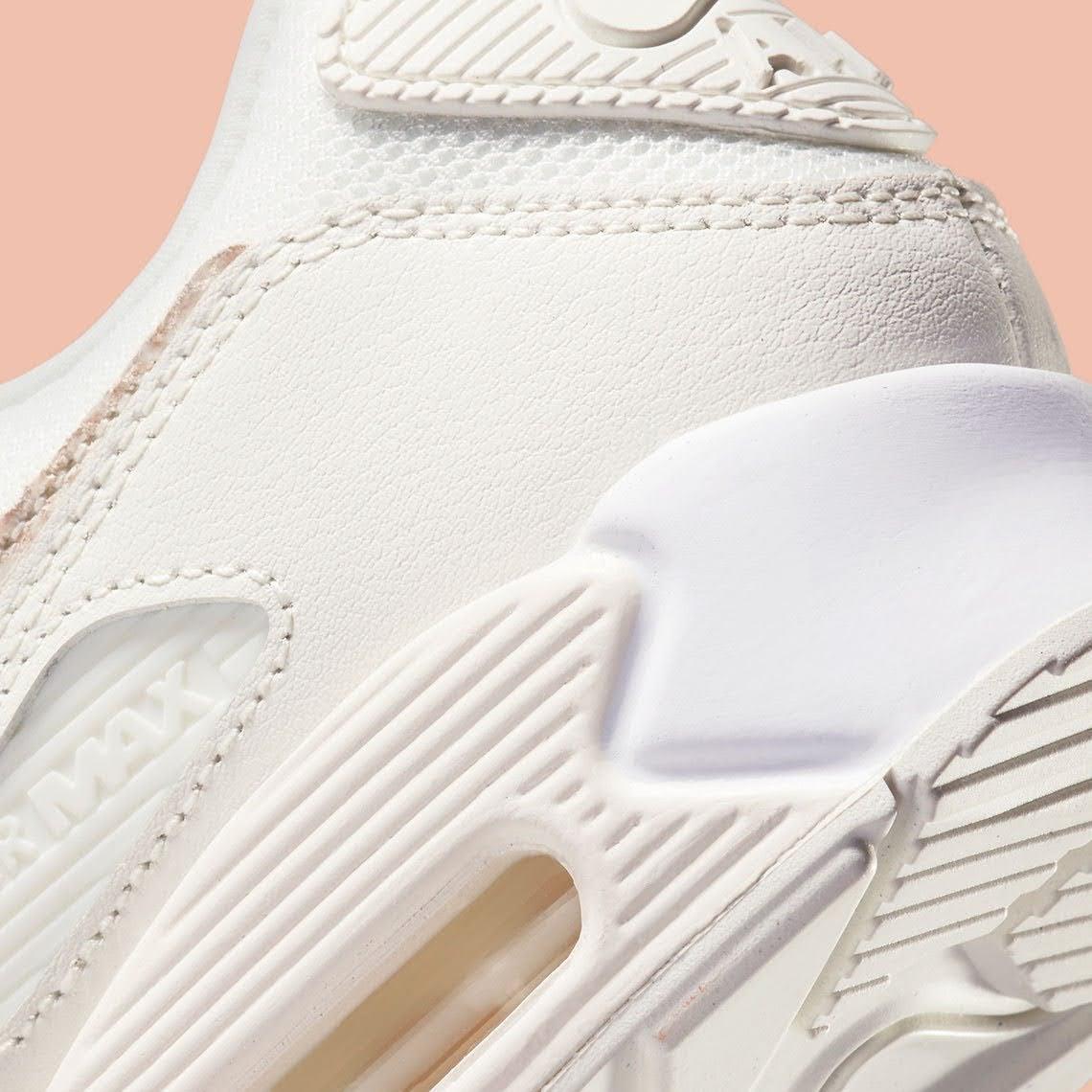 """ナイキ ウィメンズ エア マックス 90 """"ベージュ スネーク"""" Nike-WMNS-Air-Max-90-Beige-Snake-DH4115-101-heel-closeup"""