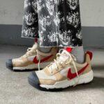 Tom Sachs × Nike Mars Yard 2.5 トム・サックス × ナイキ マーズ ヤード 2.5 Particle Beige/Sport Red DA6701-200