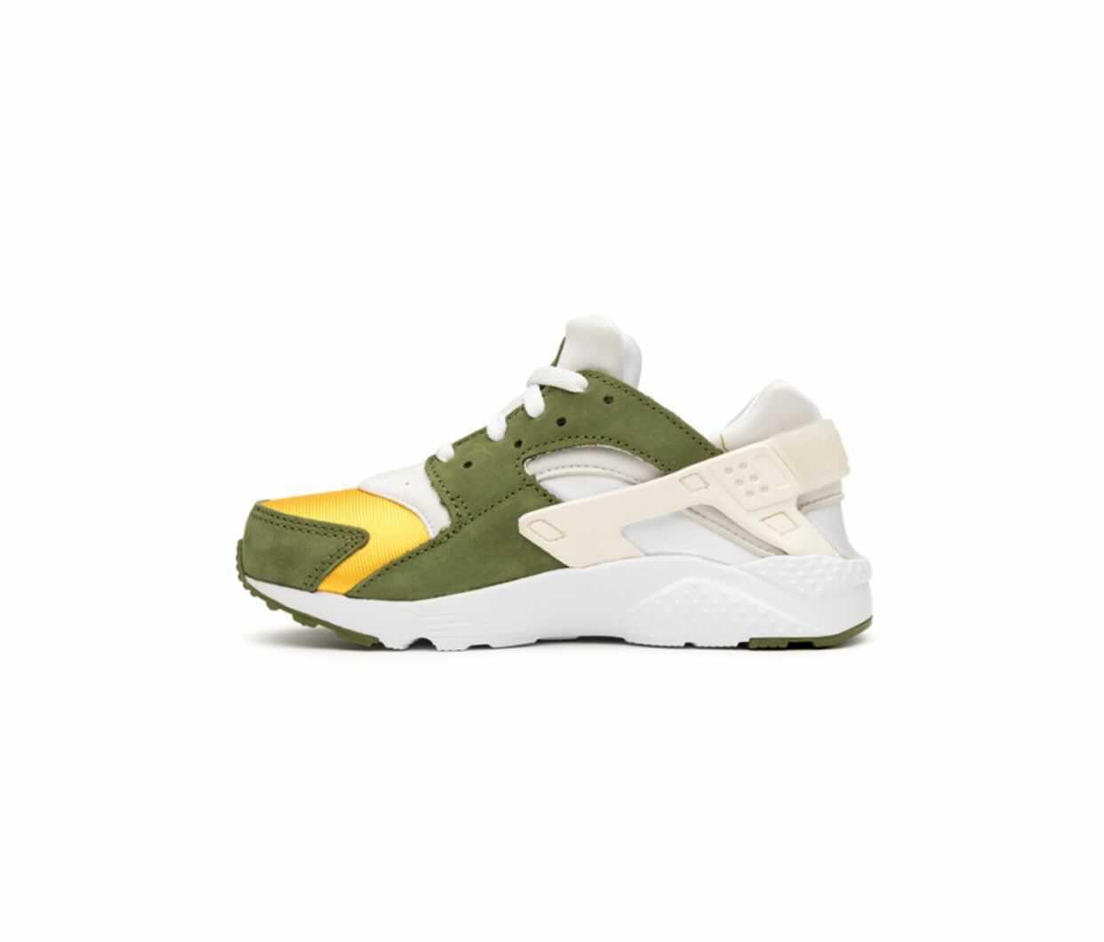 Stussy × Nike Air Huarache Olive ステューシー × ナイキ エア ハラチ オリーブ DARK OLIVE/VARSITY MAIZE-WHITE-PALE IVORY Code: DD1381-200 main PS