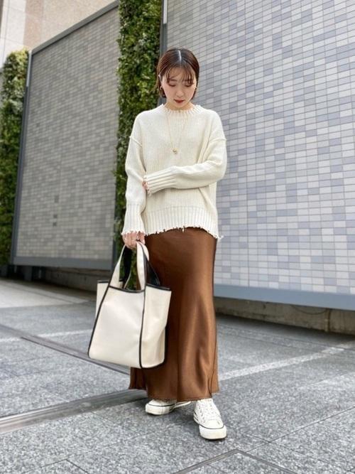 白 スニーカー コーデ レディース おすすめ ホワイト Converse All Star White Outfit Women Skirt WEAR shoko
