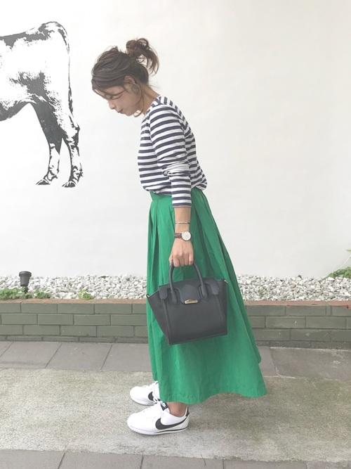 ナイキ コルテッツ スニーカー ホワイト ブラック Nike Cortez White Black Coodinate with skirt