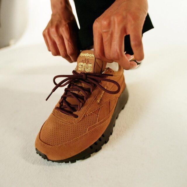 "SNS x REEBOK CLASSIC LEATHER/CLASSIC LEGACY ""Walking""スニーカーズエンスタッフ リーボック クラシックレザー/クラシックレガシー ""ウォーキング""GZ8706 GZ8707 pair wearing"