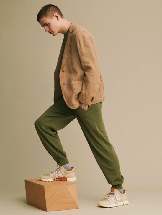 オーラリー × トーキョー デザイン スタジオ ニューバランス アールシー2/ ヌードピンク auralee-tokyo-design-studio-new-balance-rc-2-nude-pink-look-6