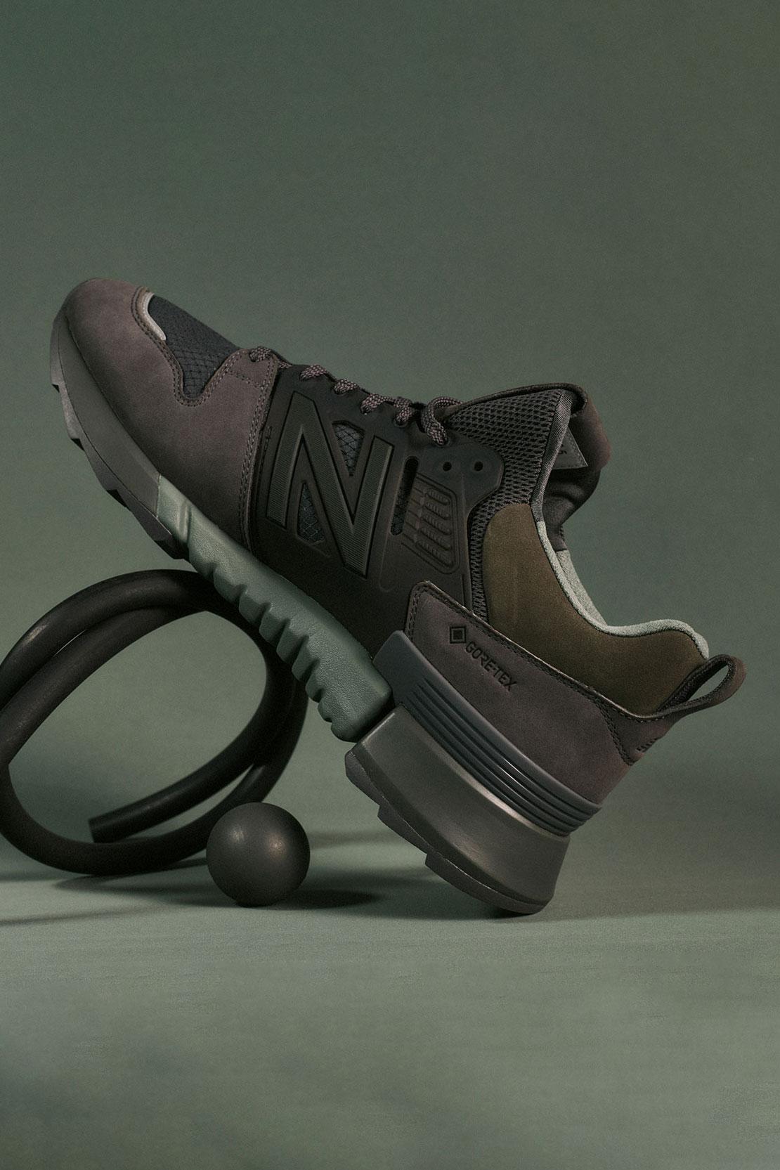 オーラリー × トーキョー デザイン スタジオ ニューバランス アールシー2/ ブラウン ブラック auralee-tokyo-design-studio-new-balance-rc-2-sneakers-collaboration-brown-black-look-1
