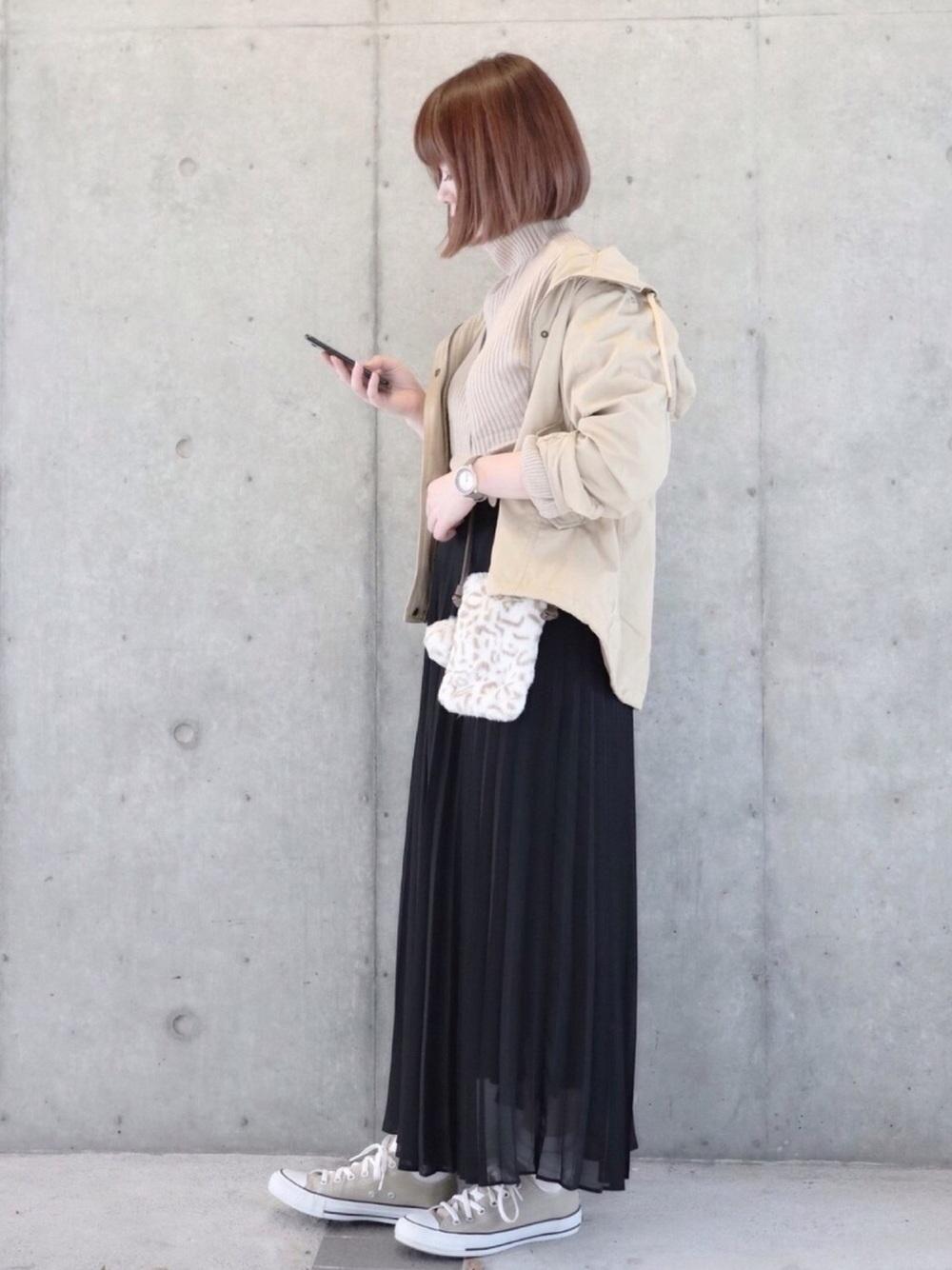 黒×ベージュスニーカーコーデ ladies-beige-sneakers-styles-with-black