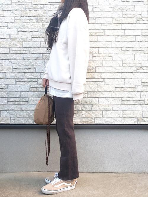 VANS オールドスクーズ コーディネートのアクセントに最適 ladies-sneaker-brand-osusume-vans-style