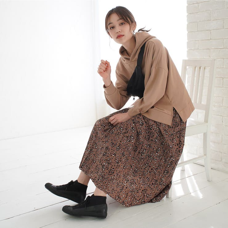 【AmiAmi】ラバーソールスニーカー×プリーツスカート low-price-sneakers-style-amiami-skirt