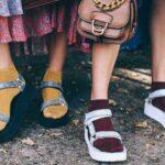 サンダルと靴下のコーデはトレンドスタイル!
