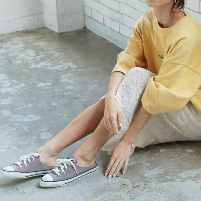 ・スカートコーデ mule_sneakers_2021-styke-skirt