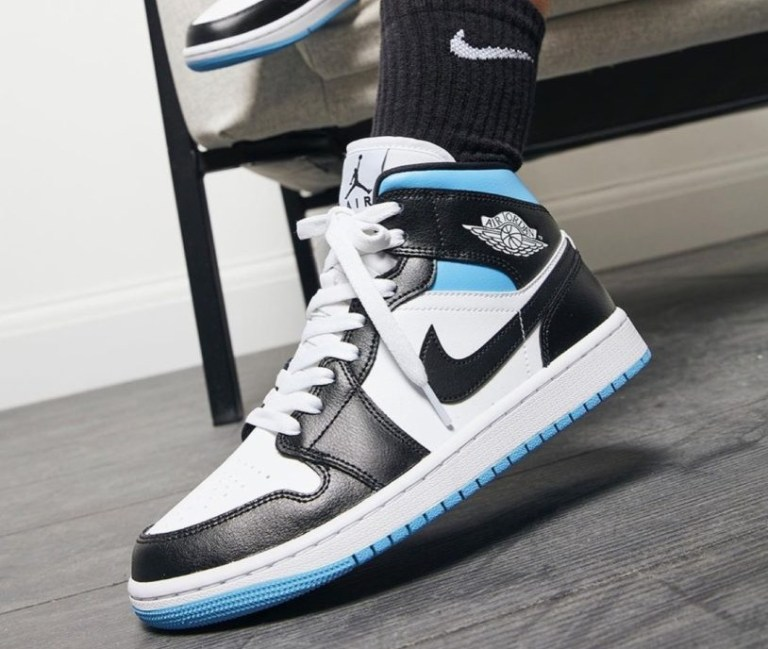 ナイキ エア ジョーダン 1 ウィメンズ ユニバーシティ ブルー Nike WMNS Air Jordan 1 University Blue BQ6472-102 wearing