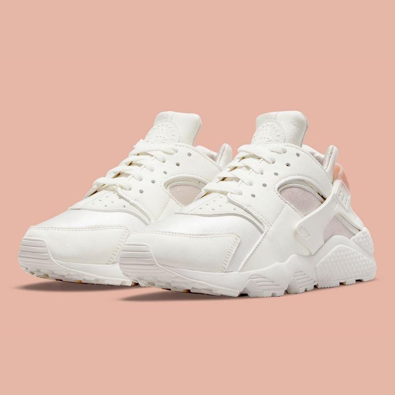 """2021年発売【Nike WMNS Air Huarache """"Barely Rose""""】ウィメンズの魅力が止まらない !?上品なホワイト&ピンクのエアハラチ"""