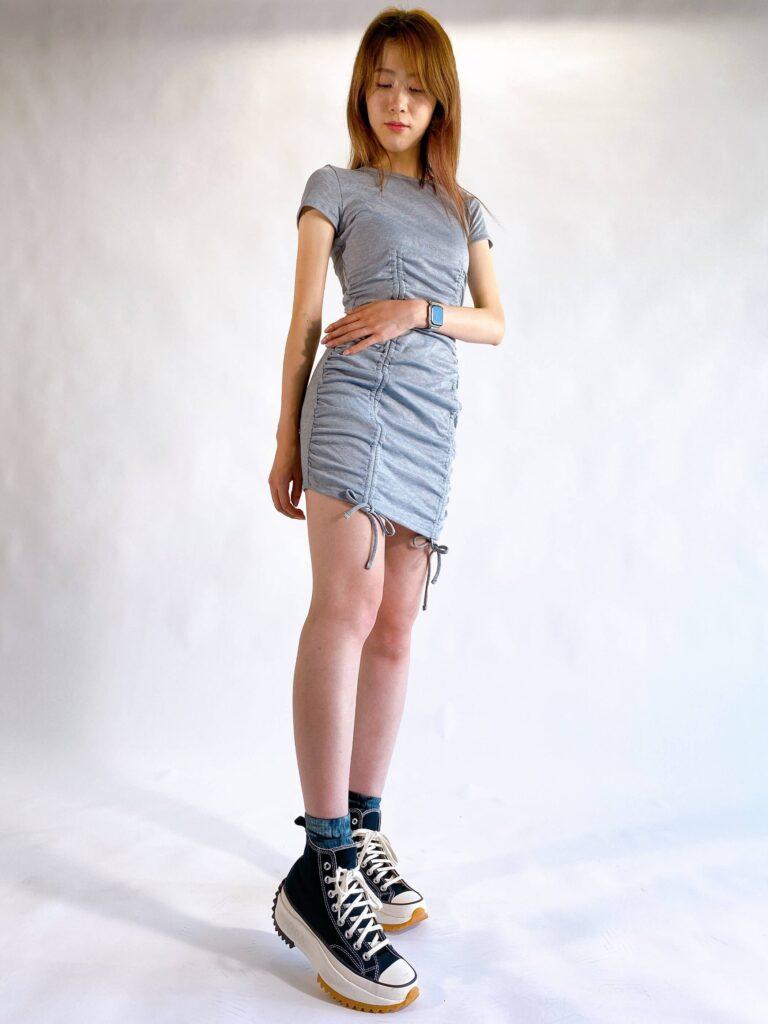 最新 トレンド Y2K コーデ おすすめ Y2K Fashion shirring mini dress styling