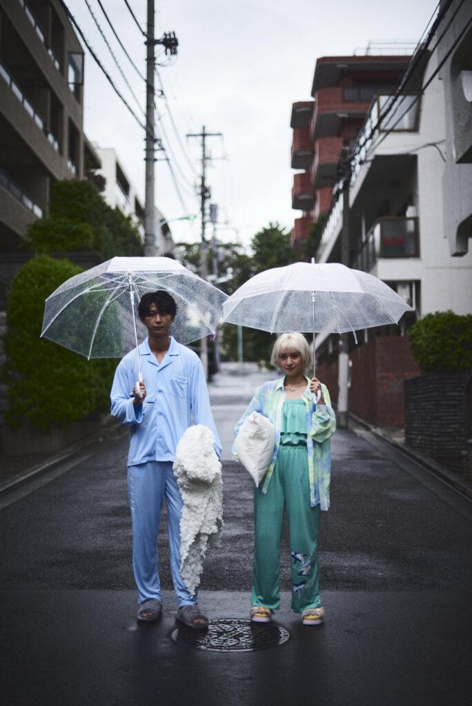 伊東楓 x UGG@mos ROOM WEAR kaede-ito-ugg-atmos-room-wear-collaboration-look-1