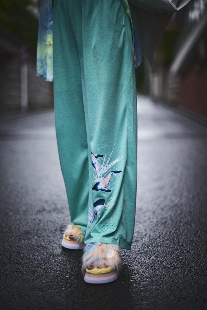 伊東楓 x UGG@mos ROOM WEAR kaede-ito-ugg-atmos-room-wear-collaboration-look-14