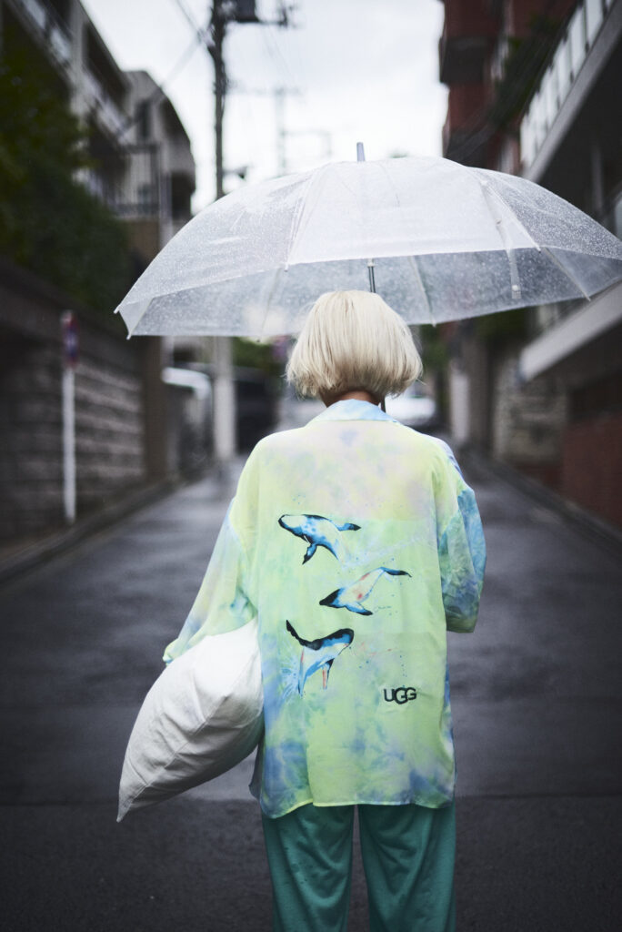 伊東楓 x UGG@mos ROOM WEAR kaede-ito-ugg-atmos-room-wear-collaboration-look-2