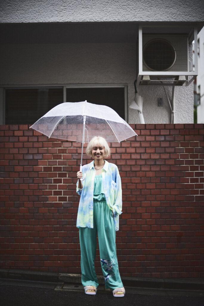 伊東楓 x UGG@mos ROOM WEAR kaede-ito-ugg-atmos-room-wear-collaboration-look-5