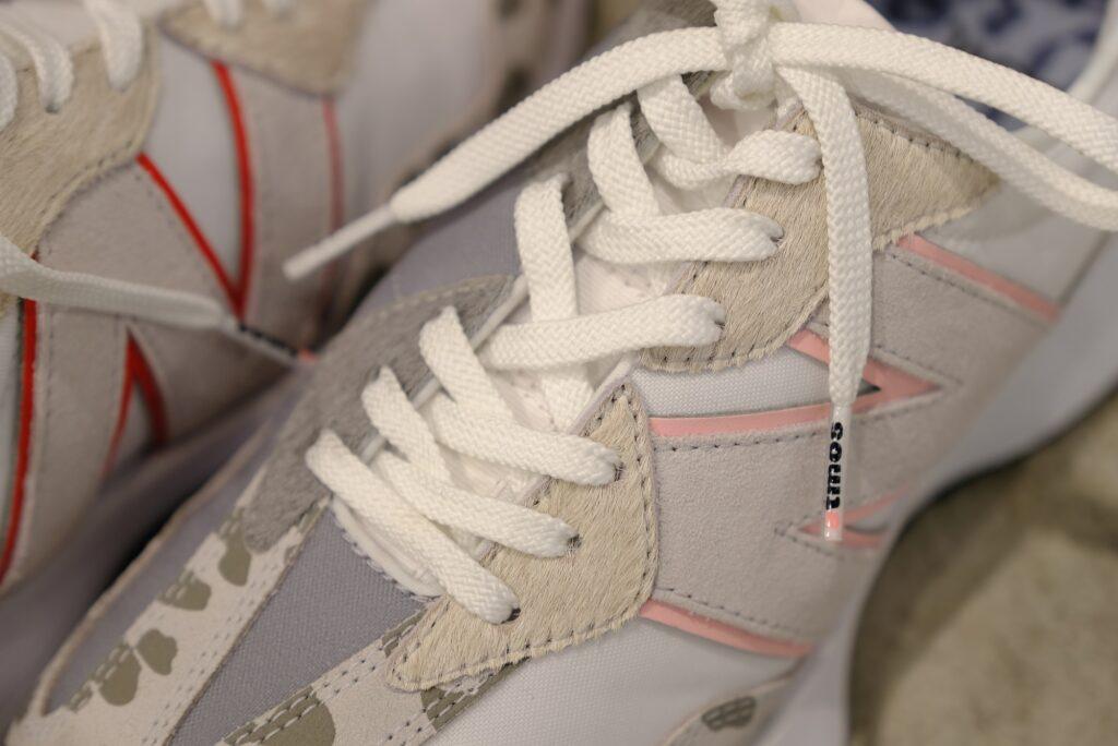 アトモス ピンク X ガール ニューバランス コラボ 327 atmos pink x X-girl x New Balance WS327 sneakers image-01