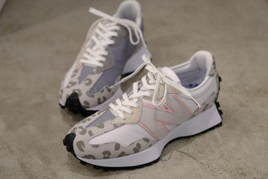 アトモス ピンク X ガール ニューバランス コラボ 327 atmos pink x X-girl x New Balance WS327 sneakers image-03