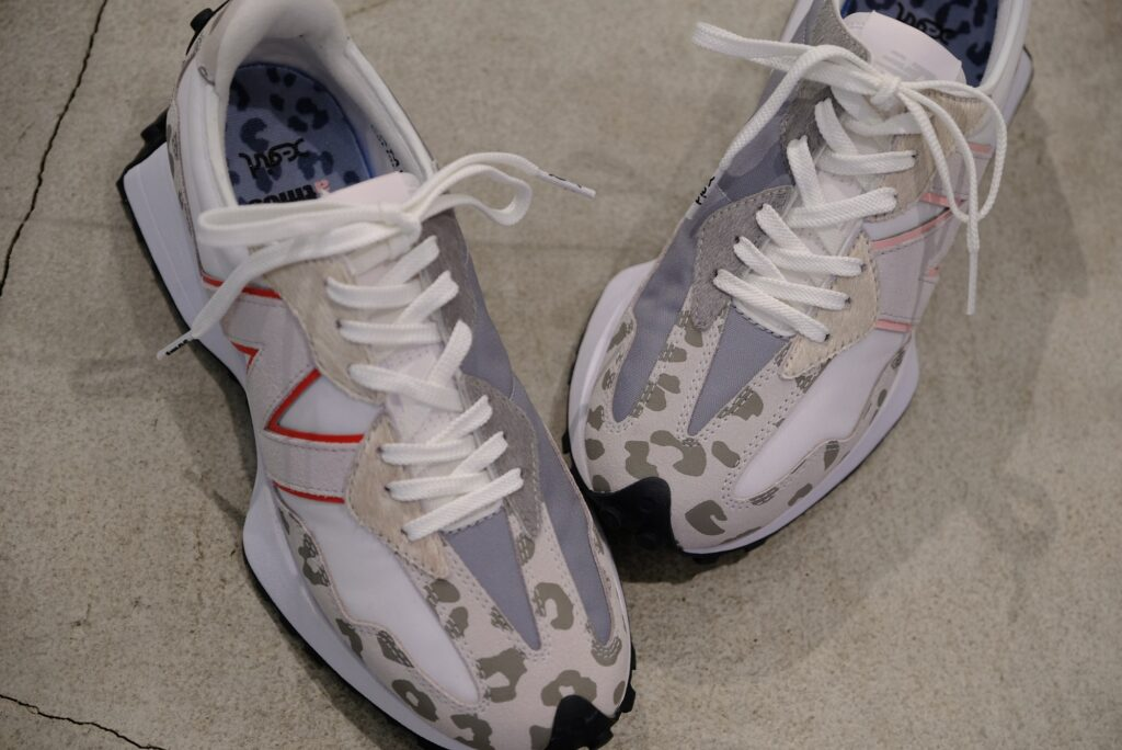 アトモス ピンク X ガール ニューバランス コラボ 327 atmos pink x X-girl x New Balance WS327 sneakers image-04